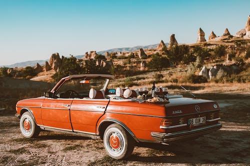 Fotobanka sbezplatnými fotkami na tému červené auto, deň, denný čas