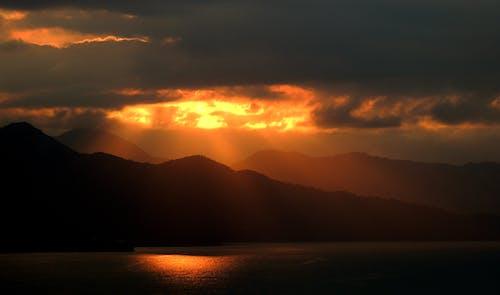 反射, 天空, 太陽, 山 的 免费素材照片