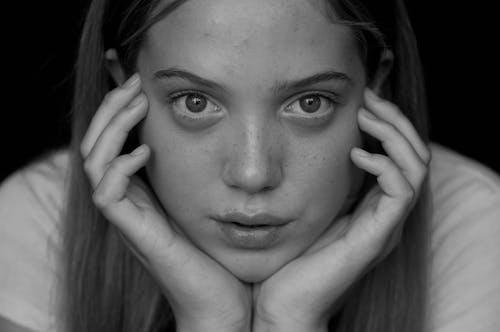 Gratis stockfoto met aantrekkelijk mooi, adolescent, bezorgd, droefheid