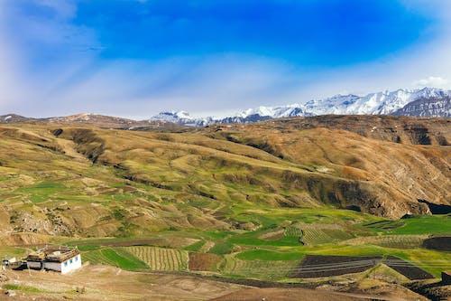 Kostenloses Stock Foto zu agricultura no vale da montanha, aldeia no vale da montanha, außerorts