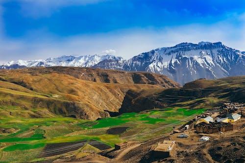 Kostenloses Stock Foto zu agricultura no vale da montanha, aldeia no vale da montanha, berg