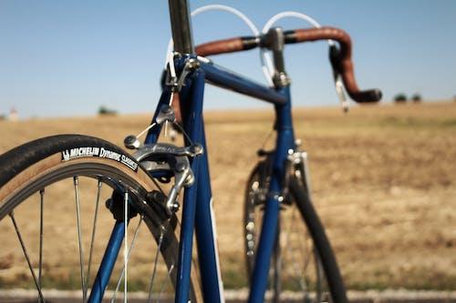 Foto profissional grátis de andar de bicicleta, bicicleta de estrada, bicicleta retrô, bicicleta vintage