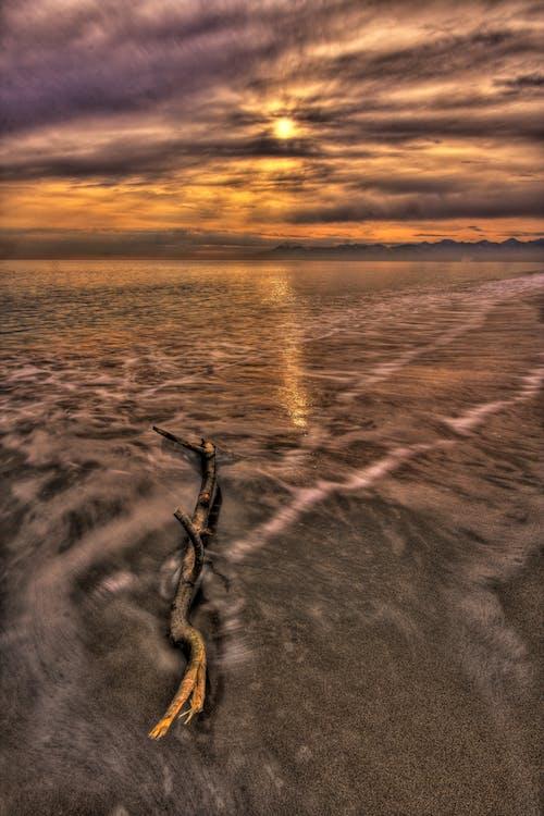 Ilmainen kuvapankkikuva tunnisteilla aallot, aamu, auringonlasku, aurinko