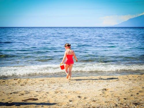 Бесплатное стоковое фото с вода, волны, девочка, досуг