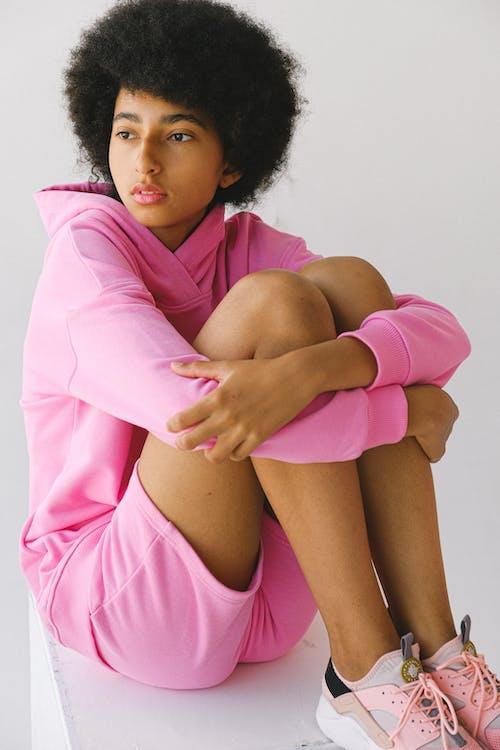 アフリカ系アメリカ人女性, アフロ, インドアの無料の写真素材