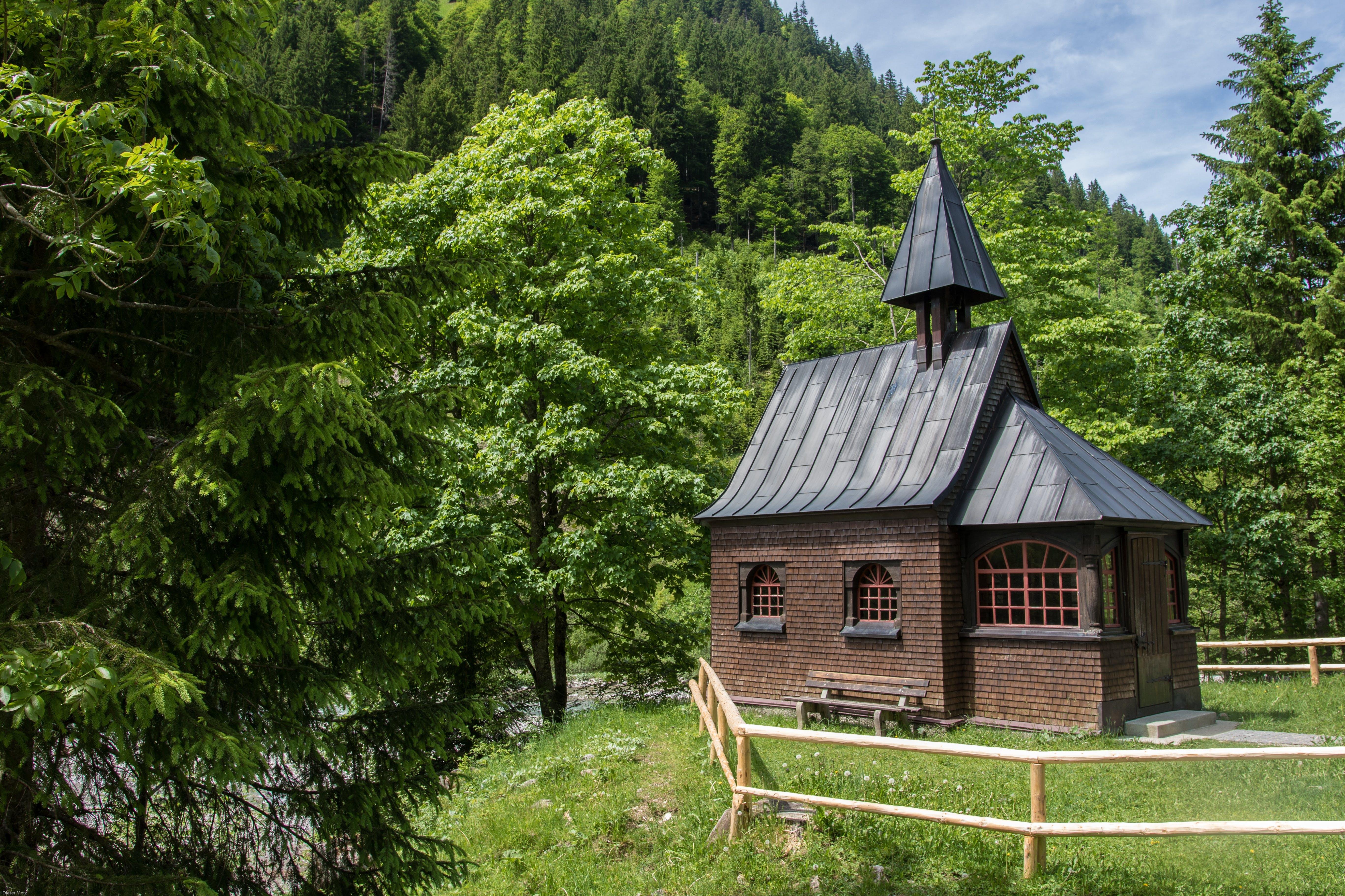 Kostenloses Stock Foto zu architektur, außerorts, bäume, berg