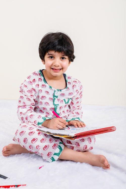 Fotos de stock gratuitas de auto estudo, bebé, después del colegio, dibujando