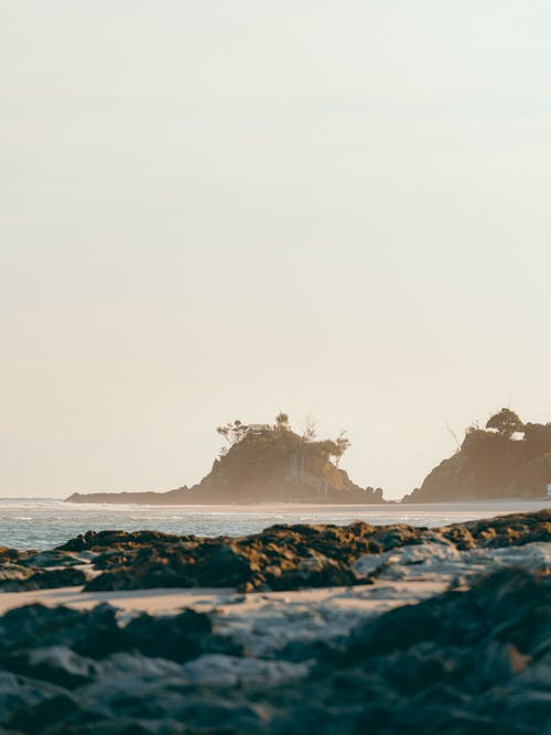 Ondas Do Oceano Quebrando Na Costa