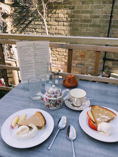 Darmowe zdjęcie z galerii z czas na herbatę, deser, drewno, drink