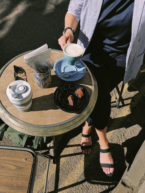 Kostenloses Stock Foto zu ausüben, café, dämmerung, erwachsener