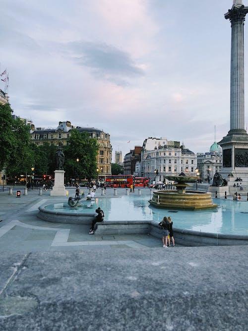 Ảnh lưu trữ miễn phí về ánh sáng ban ngày, bức tượng, cảnh quan thành phố, cầu