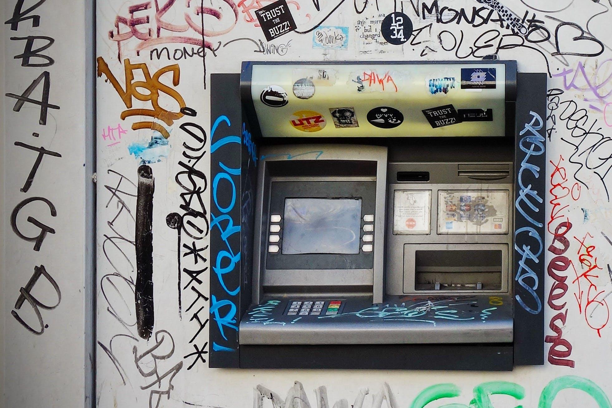 Kostenloses Stock Foto zu dreckig, maschine, mauer, vandalismus