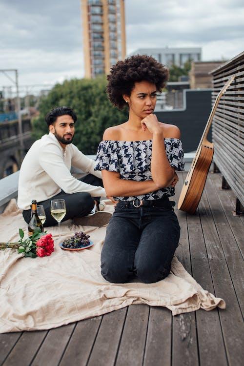 Imagine de stoc gratuită din acoperiș, afro păr, brațele încrucișate