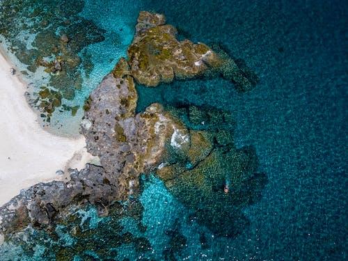 agios ioannis, com belas rochas da praia deplakaeoincrível, grekland.dll文件的下载。 的 免费素材图片