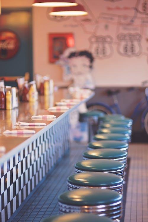 Foto d'estoc gratuïta de bar, blau, cadires, clàssic