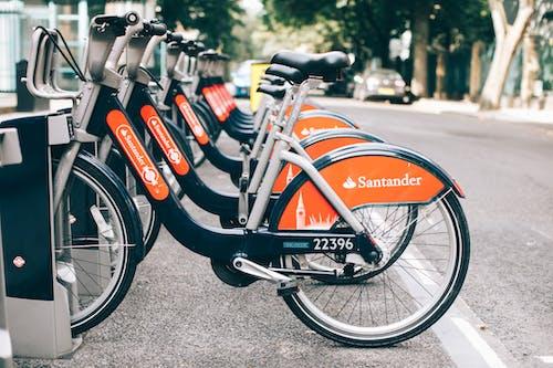 aksiyon, Araçlar, bisiklet kiralama, çim içeren Ücretsiz stok fotoğraf