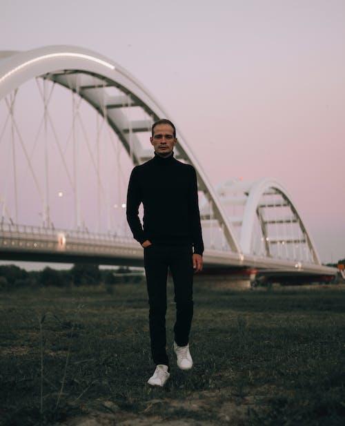 Kostnadsfri bild av äng, bro, elegant, full längd