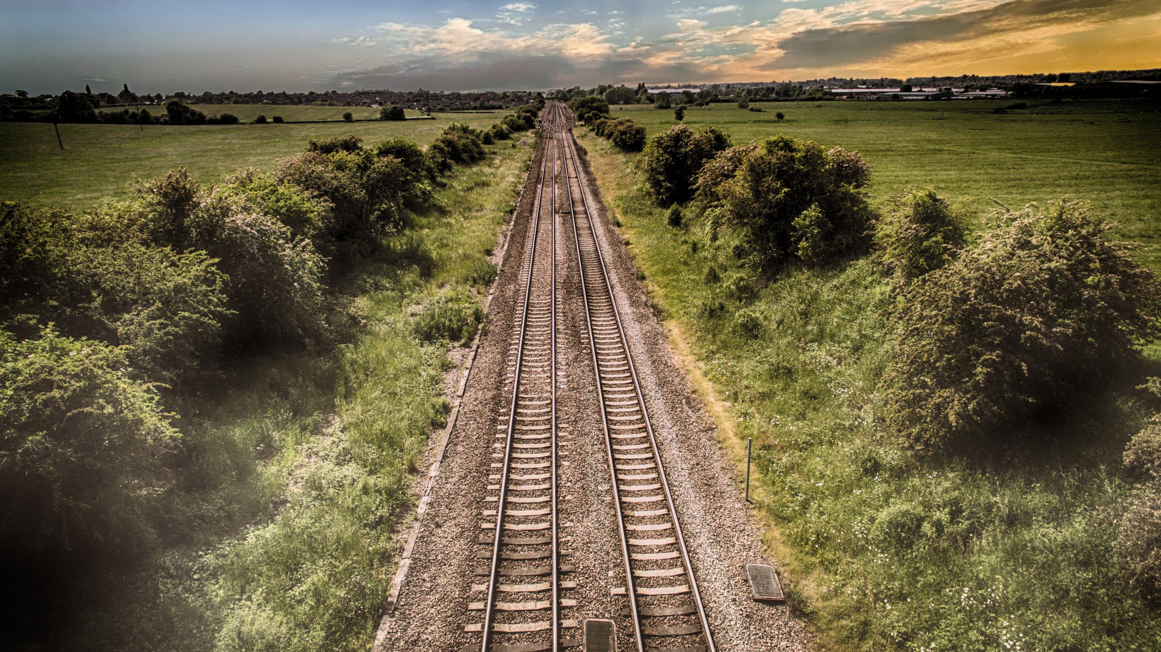 Бесплатное стоковое фото с дневной свет, дорога, железнодорожные пути, железо