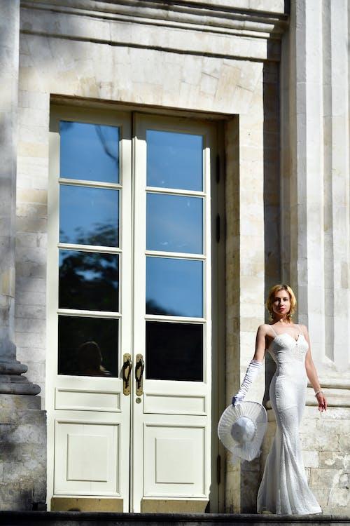 Безкоштовне стокове фото на тему «архітектура, біла сукня, благодать»