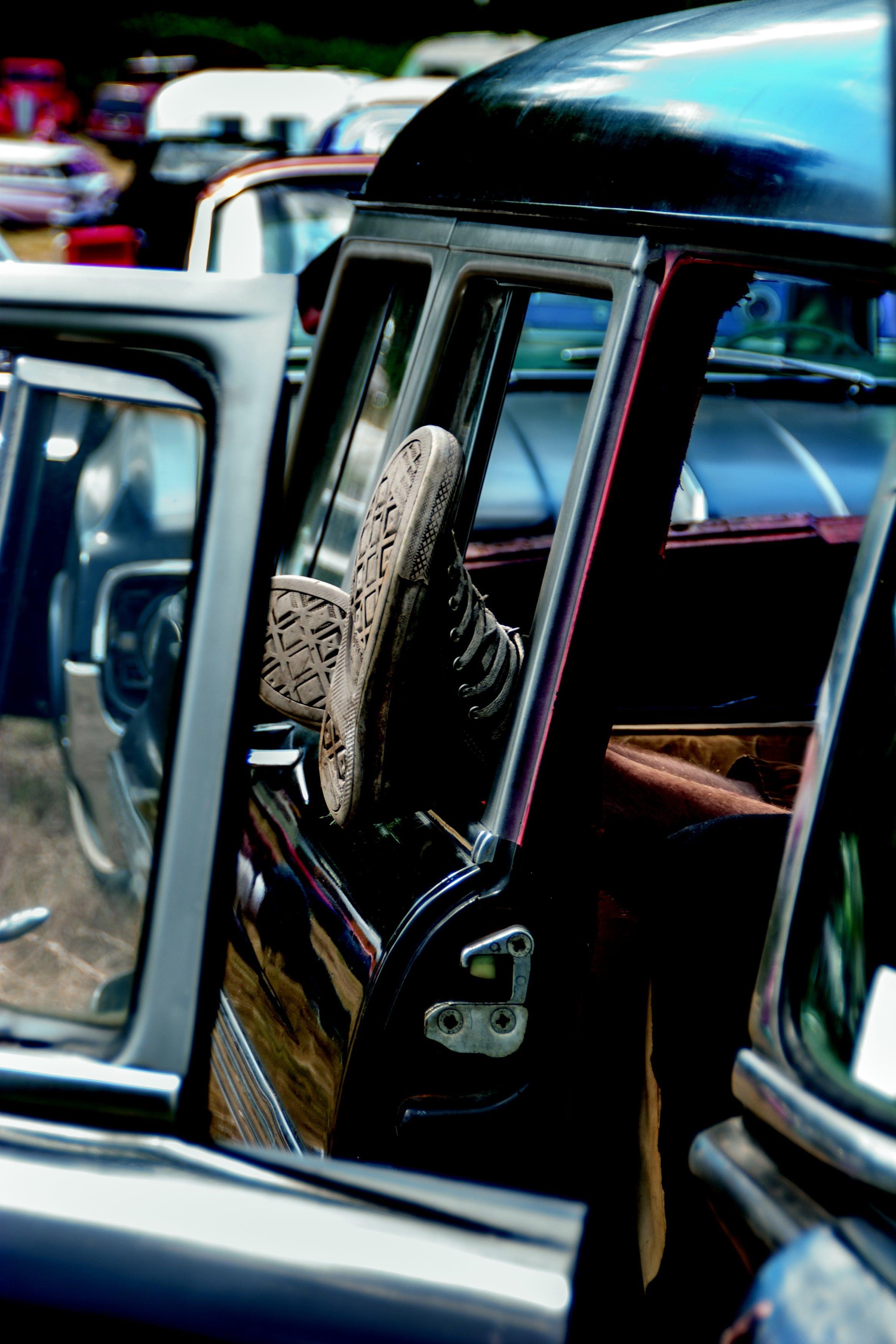 Foto profissional grátis de automóveis, descansar, pernas, pés