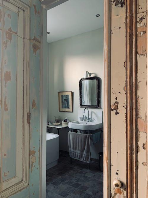Foto stok gratis Arsitektur, bak mandi, cermin, dalam ruangan