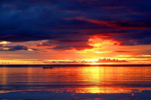 Gratis arkivbilde med bakbelysning, daggry, hav, himmelen