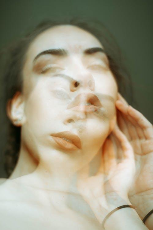 Kostnadsfri bild av ansikte, avslappning, flicka, fundersam