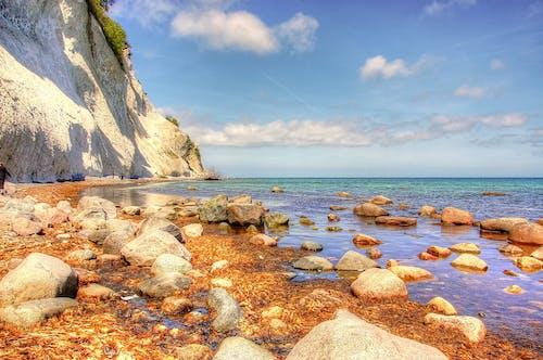 Gratis lagerfoto af hav, havudsigt, himmel, klippefyldt