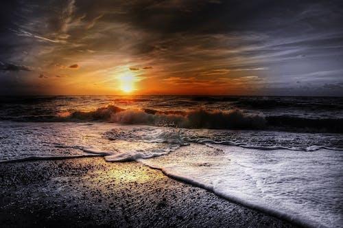 alaca karanlık, bulutlar, dalgalar, deniz içeren Ücretsiz stok fotoğraf