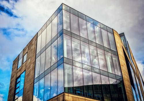 Foto d'estoc gratuïta de arquitectura, blau, cel, centre de la ciutat