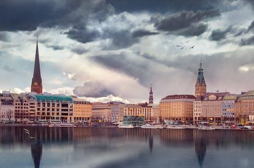 Darmowe zdjęcie z galerii z administracja, architektura, budynki, chmury