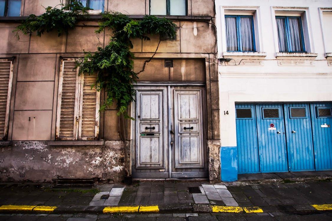ablakok, ajtó, ajtók