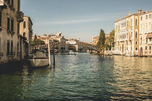 Immagine gratuita di acqua, architettura, barche, canal grande