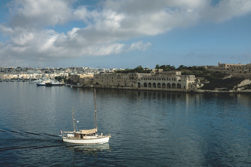 Kostnadsfri bild av båt, byggnader, hamn, hav