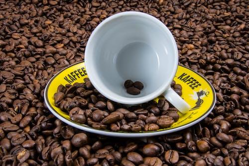 Бесплатное стоковое фото с аромат, блюдце, коричневый, кофе