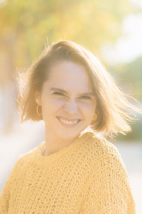 Kostnadsfri bild av ansiktsuttryck, glad kvinna, leende