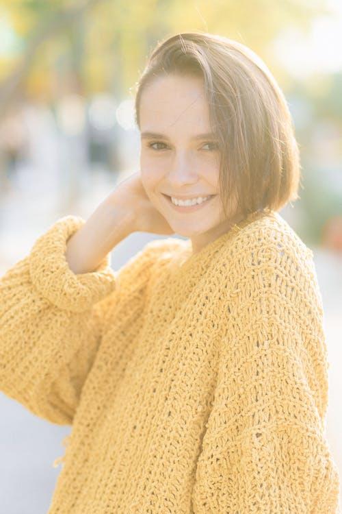 Fotos de stock gratuitas de bonito, jersey tejido, mujer