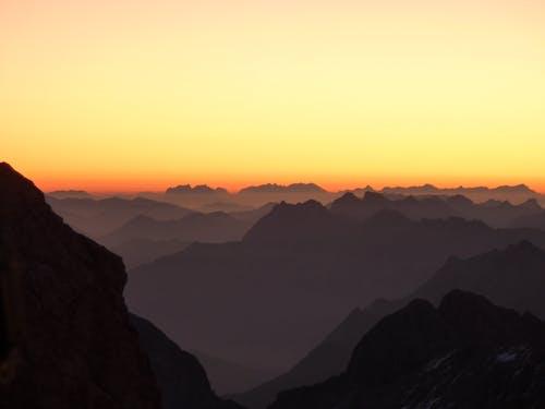 dağ silsilesi, dağlar, doğa, gökyüzü içeren Ücretsiz stok fotoğraf