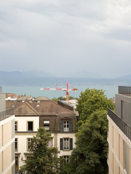 Photos gratuites de appartements, bras de grue, ciel nuageux, grue