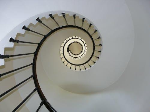 Δωρεάν στοκ φωτογραφιών με σκάλα, σκάλες, σπειροειδής σκάλα