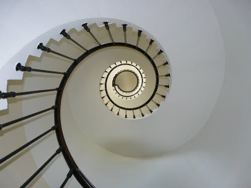 Fotobanka sbezplatnými fotkami na tému schodisko, schody, točené schodisko, točité schodisko