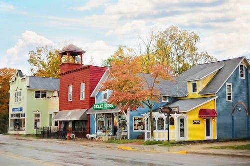Immagine gratuita di architettura, autunno, bungalow, cadere