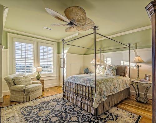 Kostenloses Stock Foto zu architektonisch, beistelltisch, casablanca, couch