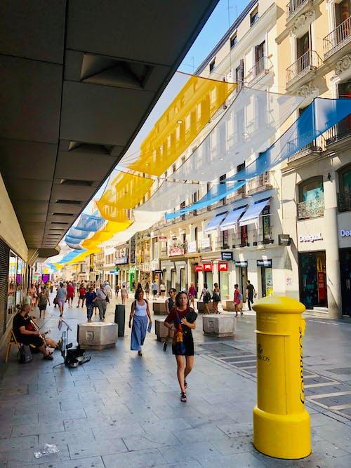 amarillo, azul, correos içeren Ücretsiz stok fotoğraf