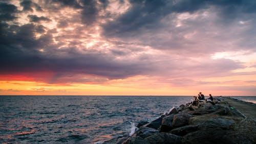 傍晚的太陽, 喜悅, 地平線, 坐 的 免费素材图片