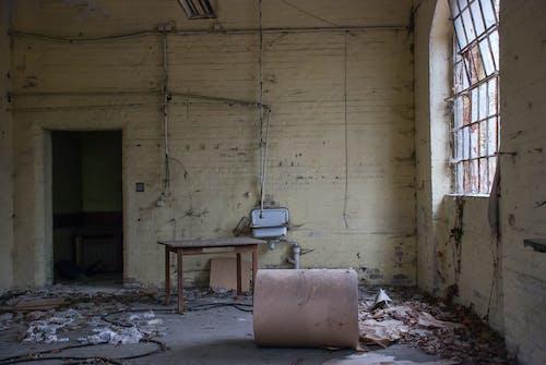 Fotos de stock gratuitas de abandonado, adentro, cristal roto