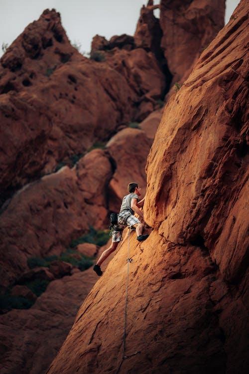 Immagine gratuita di alto, arrampicata su roccia, avventura