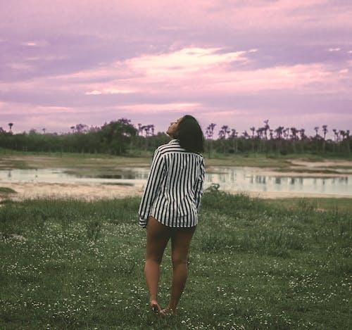 Darmowe zdjęcie z galerii z czas wolny, dziewczyna, kobieta, krajobraz