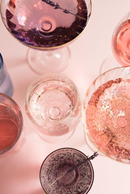 Bicchiere Trasparente Con Liquido Marrone