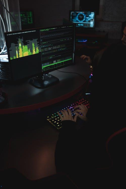 bilgi, bilgisayar saldırısı, dans etmek, dinlenme içeren Ücretsiz stok fotoğraf